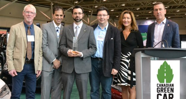 The 2016 overall winner of Canadian Green Car Award with Laurie Simmonds, CEO and President of Green Living Enterprises, and the Steering Committee Members