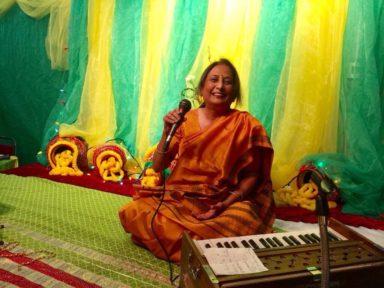 Ms. Hitu Raghunathan at Karwachauth Mela 2016